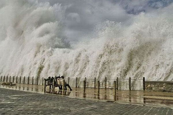 Huge wave at water front